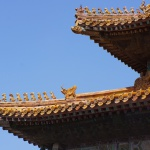 Momentaufnahme: Prozession auf dem First - chinesische Dachreiter